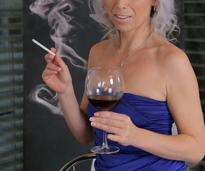 Smoking hot mature MILF..