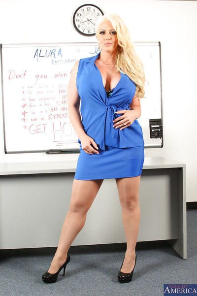 Fatty milf babe Alura is..