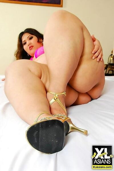 Asian bbw pear flaunts the..