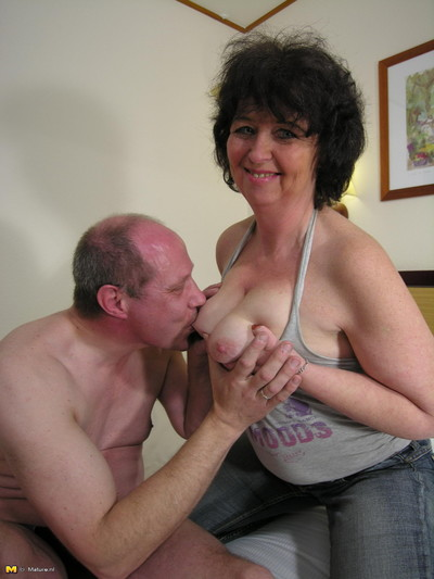 Passionate mature slut takes..